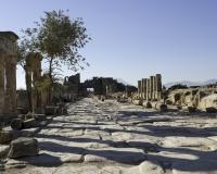 Via di Frontino nell' dell'antica città romana di Hierapolis vicino Pamukkale  / Foto n. 0315