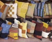 Cuscini coloratissimi nel Cuscini coloratissimi nel Bazar della Cavalleria in piazza Sultanahmet / Foto n. 0085